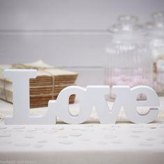 """Großer """"Love"""" Schriftzug in Holz - weiß - www.hochzeit-und-feiern.de"""
