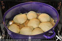 Schweinebraten, Sauerkraut und Hefeklöße aus einem Topf