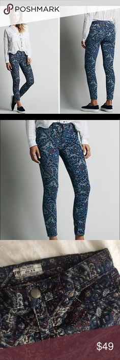 """New Free People Blue Abstract Paisley Skinny jeans This is a pair of Free People Abstact blue cords. Size 26. Made of 98% cotton 2% spandex. Waist 28"""" rise 9"""" inseam 27"""". Never been worn. No flaws. Free People Jeans Skinny"""