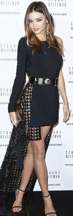 For the Stuart Weitzman party, during Paris Fashion Week, Miranda Kerr wore a dress from the Versus Versace spring/summer 2015 collection. Fashion Week Paris, Fashion Weeks, High Fashion, Gold And Black Dress, Black Dress With Sleeves, Style Miranda Kerr, Stuart Weitzman, Lace Bridal, Versus Versace