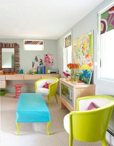 Colorful livingroom - likes chairs, coffee table & stool