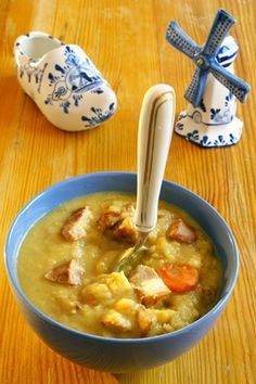 Dutch pea soup INGREDIENTS 1 quart of milk 1 ½ quarts of chicken stock 1 pound of split peas ½ pound of Kielbasa sausage 2 potatoes 3 carrots Salt and pepper, to taste Chowder Recipes, Soup Recipes, Cooking Recipes, Split Pea Soup Recipe, Dutch Recipes, Finnish Recipes, Soup Kitchen, Tasty, Yummy Food