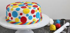 How to use fondant and decorate a cake.