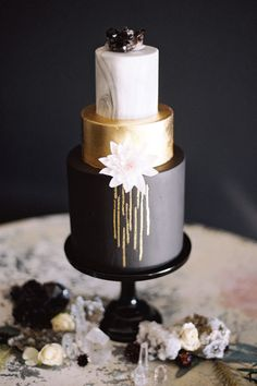 Modern Wedding Cakes Marble Wedding Cakes - Diana Marie Photo - Marble Wedding Cakes are trending and we couldn't be more thrilled. They add a modern flair and a sleek edge to your big day in the most fabulous of ways. Beautiful Wedding Cakes, Gorgeous Cakes, Pretty Cakes, Amazing Cakes, Marble Cake, Bolo Fashionista, Cupcake Torte, Metallic Wedding Cakes, Gold Wedding