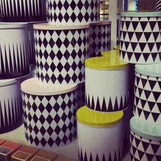 Älskade plåtburkarna från Ferm Living finns nu åter i butik. Liten 79kr, stor 119kr. #butikenroom #fermliving #favoritpåroom