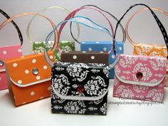 Aren't these little purses ADORABLE!!!   These are so simple to make and are perfect for event favors.  I have a friend who is making thes...