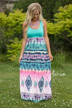 We are loving the bright colors of this maxi dress outfit!