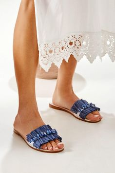 These Women's flat sandals are like having art on your feet! Our gorgeous Pandora flats are handcrafted from top quality white leather. They are decorated with natural raffia in blue and topped with hand-stitched mother of pearls. Wear these beauties to an evening affair or to elevate any day look. Greek Chic Handmades sandals are handcrafted in Athens and designed to accompany you everywhere. From the city to beach escapades & resort evenings. Find your perfect pair of beautiful Greek… Boho Sandals, Beaded Sandals, Embellished Sandals, Greek Sandals, Slide Sandals, Flat Sandals, Leather Flats, White Leather, Cow Leather
