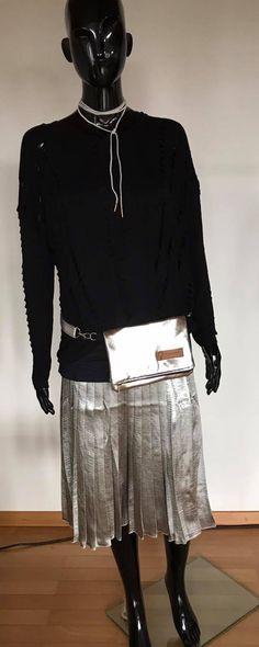 Silber Rock und Shirt von NÜ Denmark Bauch und Umhängetasche von Frauensache Lace Skirt, Sequin Skirt, Sequins, Shirts, Fashion, Silver Skirt, Bags, Woman, Moda