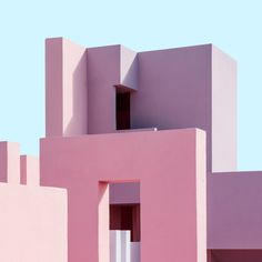 On an inviting coastline in Spain, basking in the warm Alicante sunshine, lies an historical housing project that has inspired generations. La Muralla Roja (literally, The Red Wall) on the rocky cliffs. Colour Architecture, Minimalist Architecture, Amazing Architecture, Interior Architecture, Contemporary Architecture, Interior Work, Gothic Architecture, Residential Architecture, Interior Design