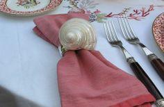 Nuevamente con nosotros, estos hermosos aros de servilletas con diseño marino. Un toque de elegancia en tu mesa.