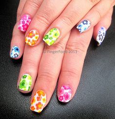 FingerFood: Retro flowers - a 16 (!) polish manicure...