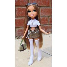 𝒞𝓁𝒶𝓈𝓈, 𝓎𝑜𝓊 𝓈𝒽𝑜𝓊𝓁𝒹 𝓉𝓇𝓎 𝒾𝓉 𝓈𝑜𝓂𝑒𝓉𝒾𝓂𝑒🥂 Opinions ? Bratz Doll Makeup, Bratz Doll Outfits, Ugly Dolls, Creepy Dolls, Barbie, Bratz Doll Halloween Costume, Black Bratz Doll, Bjd, Bratz Girls
