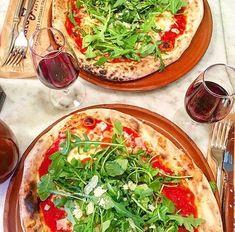 Red wine & Pizza  #prestofresco #italianfood #italien #pasta #pizza #restaurantitalien #mangeritalien #gourmand #gastronomie #food #cucinaitaliana #italiancuisine