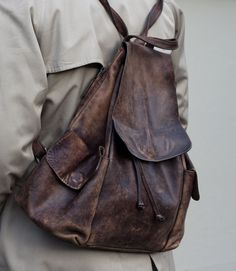 Nice modern bag that could pass for in decorum and be used in a LARP setting.