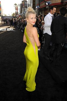 Julianne Hough in a neon Kaufman Franco dress at the Rock of Ages movie premiere. Perfection!