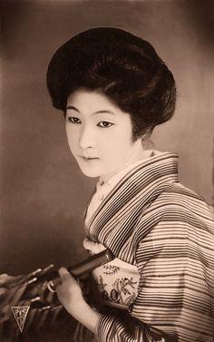 Japonesa desconhecida com um guarda-chuva (Foto: Flickr)