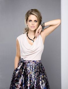 amy huberman style - Google Search Amy, Actresses, Floral, Skirts, Google Search, Style, Fashion, Female Actresses, Moda