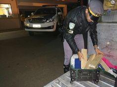 Polícia Rodoviária apreende 5 kg de maconha na Castelo Branco -   No início da manhã deste sábado, dia 29, a equipe do TOR (Tático Ostensivo Rodoviário) fez uma apreensão de drogas na Rodovia Castelo Branco, km 248, próximo à Avaré. Ao fiscalizar ônibus com itinerário Londrina/São Paulo, policiais suspeitaram do comportamento de um dos passageiros - http://acontecebotucatu.com.br/policia/policia-rodoviaria-apreende-5-kg-de-maconha-na-castelo-branco/