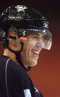 Who said hockey players don't have beautiful smiles? Hot Hockey Players, Hockey Teams, Sports Teams, Ice Hockey, Pens Hockey, Hockey Stuff, Ted Lindsay, Evgeni Malkin, Lets Go Pens