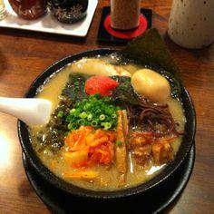 《元祖 麺屋原宿     金山店》白スープのオールスター。ボリューム満点。