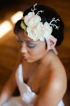 pale pink headband with white roses for wedding hair - thereddirtbride.com - see more of this wedding here Rustic Wedding Hairstyles, Vintage Hairstyles, Vintage Hair Accessories, Pink Headbands, Vintage Lace, White Roses, Pale Pink, Wedding Inspiration, Bride
