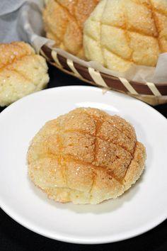 Melonpan メロンパン   a kind of danish.
