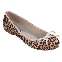 Klassisch schön. Diese goldigen Ballerinas im Leoparden-Look lassen bestimmt auch Ihr Herz höher schlagen. Lassen Sie die Raubkatze oder den Schmusetiger zum Vorschein kommen. Mit seiner dekorativen, weißen Schleife wirkt der Schuh sehr feminin und wird sicher ein Lieblingsstück in Ihrem Schuhschrank. Tolle Ballerinas erwarten uns auch Frühjahr/Sommer 2013. ConWay, Damen Ballerinas – Leonie – braun;