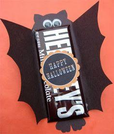 Chocolates con envoltorio de murciélago y fantasma.