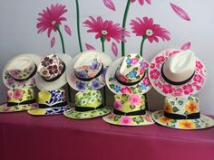 Luciana sombreros,100% pintados a mano  pedidos 3125681098- 3125366773 Tole Painting, Fabric Painting, Hat Crafts, Diy And Crafts, Painted Hats, Hand Painted, Drawing Hats, Decoupage, Country Style Outfits