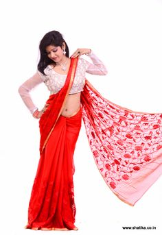 This is a pure diamond chiffon saree made in the chamundi hills of Mysore. Its greatness lies in being terrifically light-weight. The yarn of the fabric is given 140 reeds burnishing which makes it absolutely soft and feathery.