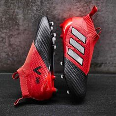 Great Tips For Football Players And Afficionados. Do you want to know why football is such a popular sport? To learn more about this exciting game, continue reading this a Cool Football Boots, Soccer Boots, Football Shoes, Football Cleats, Football Stuff, Adidas Soccer Shoes, Adidas Cleats, Adidas Football, Nike Soccer