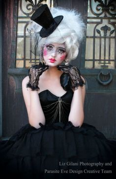 Looking for for inspiration for your Halloween make-up? Browse around this site for creepy Halloween makeup looks. Creepy Halloween Makeup, Halloween Look, Halloween Costume Contest, Creepy Doll Halloween Costume, Halloween Halloween, Vintage Halloween, Pierrot Costume, Pierrot Clown, Marionette Costume