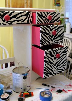Doing this for Hannah the first chance I get! Love, love, love this awesome zebra desk!