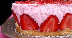 Fabulosa receta para Tarta de yogur, nata y fresas. Una tarta deliciosa hecha con una mousse de fresas y una base deliciosa.   Esta tarta también puede ser perfecta para el postre de San Valentín, una tarta diferente, fácil y barata que nos dejará el sabor más dulce el día de los enamorados.
