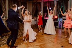 #weddingdancefloor #weddingdance Dance Floor Wedding, Wedding Photos, Wedding Day, Wedding Preparation, Groom, Bridesmaid, Marriage Pictures, Pi Day Wedding, Maid Of Honour