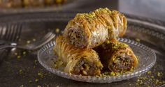 Saragli - Rolled baklava by Greek chef Akis Petretzikis. Traditional saragli rolls that are crunchy and syrupy with a pistachio, almond and walnut filling! Greek Sweets, Greek Desserts, Greek Recipes, Confectionery Recipe, Pistachio Baklava, Butter Salmon, Lebanese Recipes, Middle Eastern Recipes, No Cook Meals