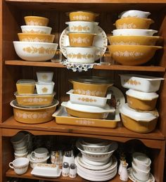 My Butterfly Gold Collection is complete sans 024 Vintage Pyrex Dishes, Vintage Kitchenware, Vintage Glassware, Antique Dishes, Pyrex Display, Rare Pyrex, Pyrex Bowls, Butterfly Gold, Dish Sets