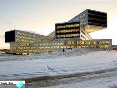 """Escritório Regional e Internacional da Statoil - Noruega Projeto: a-lab Esta empresa de energia construiu no antigo terreno do aeroporto, sua sede, com 2500 funcionários. Com estrutura inovadora, implantada no meio da área urbana, ela se destaca por seus imensos volumes deslocados, cada um com três andares, e uma """"bolha de vidro"""" que faz a proteção das junções de todas as peças deste empreendimento. #Inovação #Modernidade #Tecnologia #ArquiteturaInternacional #DanielKalilArquitetura #Noruega"""