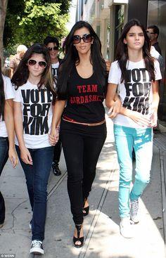 Will Kylie Jenner be the most successful Kardashian of all? Estilo Kardashian, Kardashian Family, Kardashian Jenner, Kourtney Kardashian, Kendalll Jenner, Kendall And Kylie Jenner, Trajes Kylie Jenner, 90s Fashion, Fashion Outfits