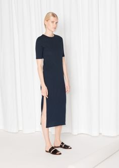 Knitted with soft cotton, this chic straight-fit dress has an all-over ribbed texture and an elegant leg-showing slit.