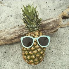 Peek  a  boo ✌  #helloyou#coolstuff#laurajaneatelier