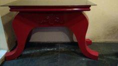 Aparador de madeira antigo,repaginado com pintura vermelha auto brilho.
