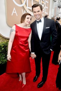 Pin for Later: The Cutest Candid Moments on the Globes Red Carpet  Lena Dunham got adorable with her Girls costar Andrew Rannells.