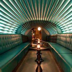 Bar Dirty Martini, em Hanover Square, Londres, Inglaterra. Projeto do escritório Grapes Design. #bar #bares #cafe #coffee #cafes #encontro #meeting #encontros #interior #interiores #artes #arts #art #arte #decor #decoração #architecturelover #architecture #arquitetura #design #projetocompartilhar #davidguerra #shareproject #dirtymartini #londres #london #uk #inglaterra #england #grapesdesign