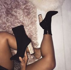 Black Round Toe Chunky Sequin Fashion Ankle Boots Schwarze runde Kappe klobige Pailletten Mode Stiefeletten This image has get Platform High Heels, High Heel Boots, Shoe Boots, Ankle Boot Heels, Boots With Heels, Black Boots, Women's Heeled Boots, Heeled Sandals, Ankle Boot Outfits
