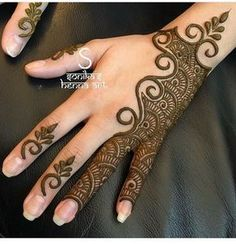 Simple Mehendi designs to kick start the ceremonial fun. If complex & elaborate henna patterns are a bit too much for you, then check out these simple Mehendi designs. Henna Hand Designs, Mehndi Designs Finger, Latest Arabic Mehndi Designs, Mehndi Designs For Girls, Modern Mehndi Designs, Mehndi Design Pictures, Mehndi Designs For Fingers, Latest Mehndi Designs, Henna Tattoo Designs