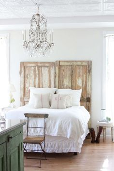 When decorating your bedroom, it seems natural to have a bed with a headboard, but there are plenty of alternative ideas to create something more original.