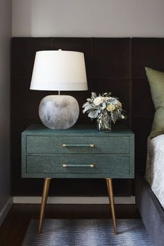 Emerald Green Nightstand + Rounded Lamp Base + Nightstand Styling + Velvet Headb… - All For Home İdeas Round Nightstand, Nightstand Lamp, Velvet Headboard, Green Headboard, Beautiful Houses Interior, Bedroom Green, Green Bedrooms, Room Planning, Luxury Bedrooms
