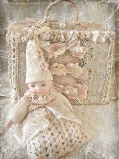 Fanciful use of Vintage Lace and Trims ~ Waar nostalgie en romantiek elkaar ontmoeten...